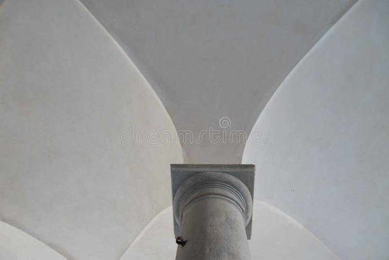 Перекрестные своды и столбец стоковое изображение rf