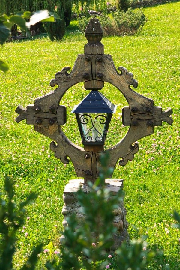 перекрестный воробей деревянный стоковое изображение rf