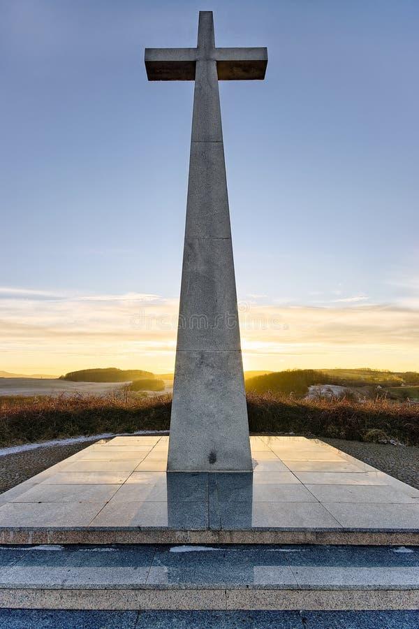 Download перекрестный камень памятника Стоковое Фото - изображение насчитывающей деталь, christ: 18396118