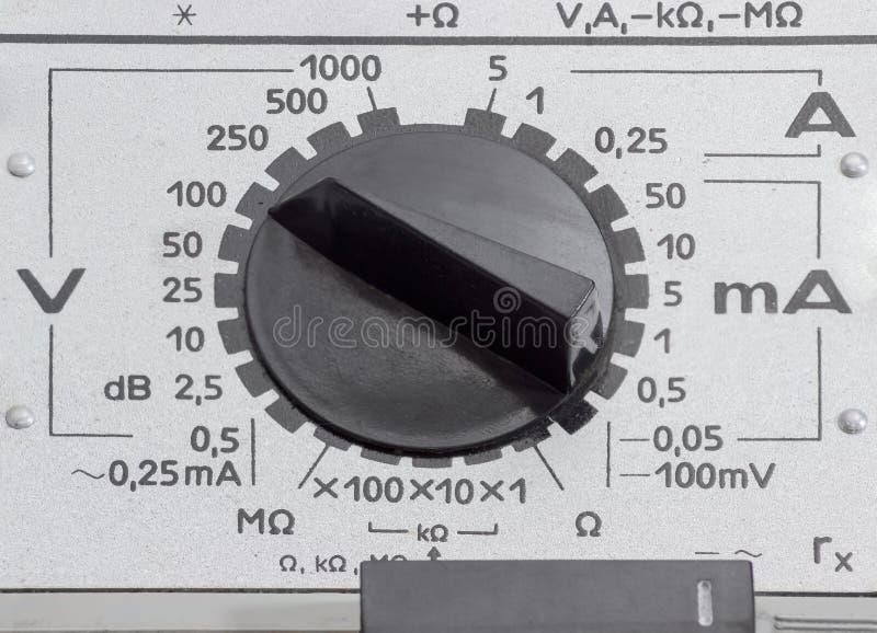 Переключатель режима старого сетноого-аналогов крупного плана вольтамперомметра стоковые фотографии rf