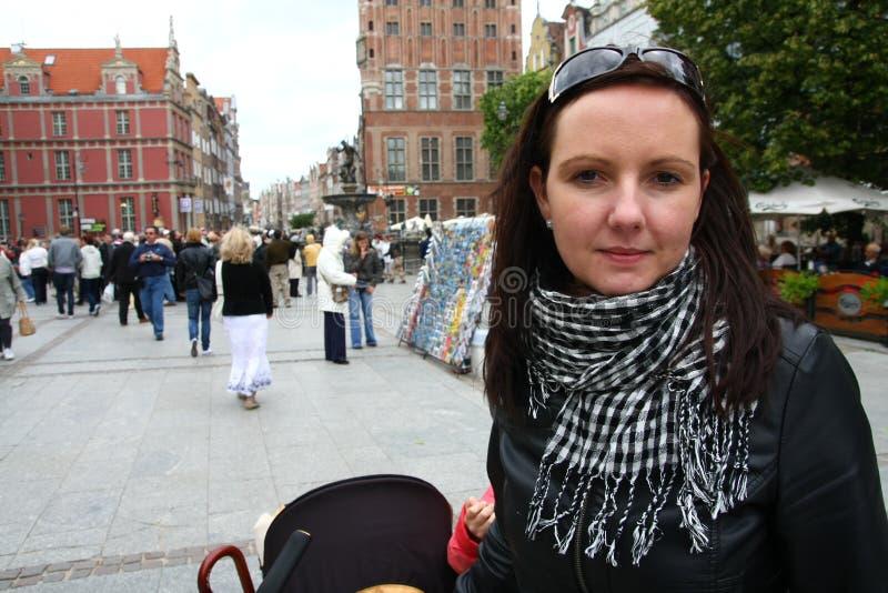 перемещая детеныши женщины стоковая фотография rf