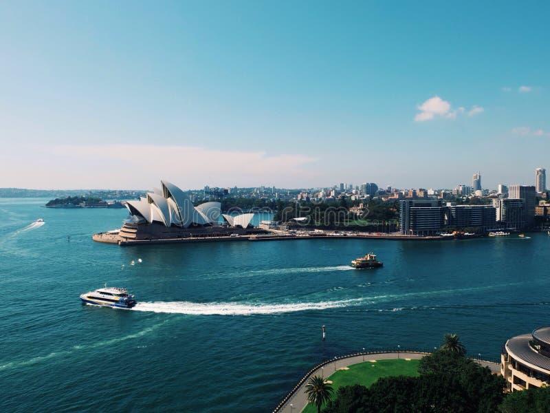 Перемещение operahouse города лета Австралии гавани Сиднея стоковые фотографии rf