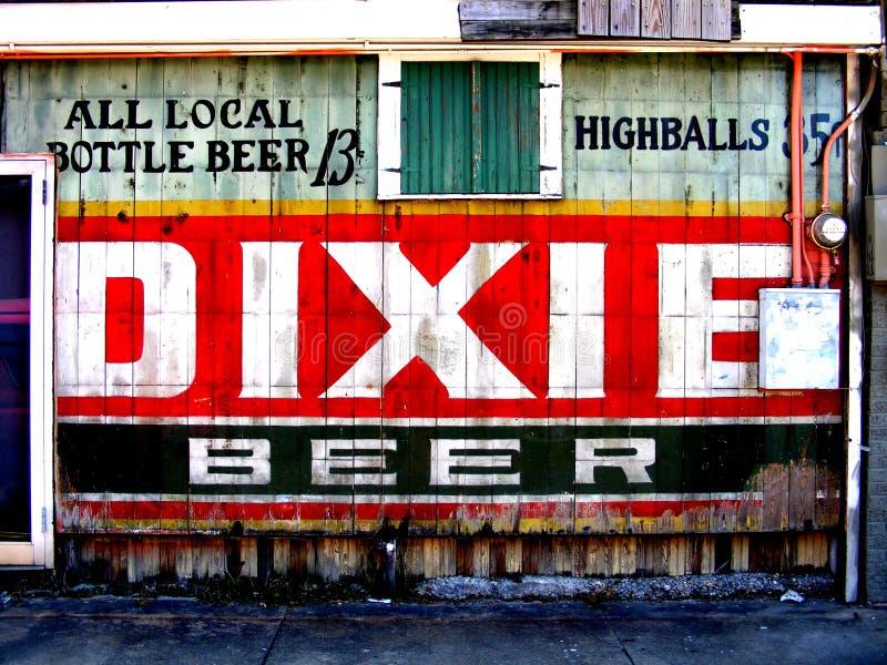 Перемещени-новый Орлеан-старый знак пива Dixie харчевни стоковые фотографии rf
