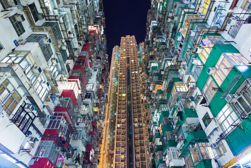 Download Перенаселенное здание в Гонконге Стоковое Изображение - изображение насчитывающей взгляд, сумрак: 33737663