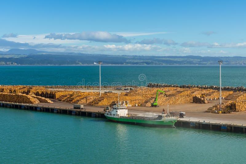Перенесите на Веллингтон, Новую Зеландию с тимберсом готовым для экспорта стоковые фотографии rf