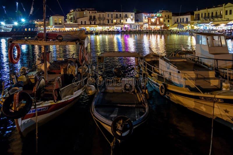 Перенесите с шлюпками на ноче в городе Rethymno, Крите стоковое изображение rf