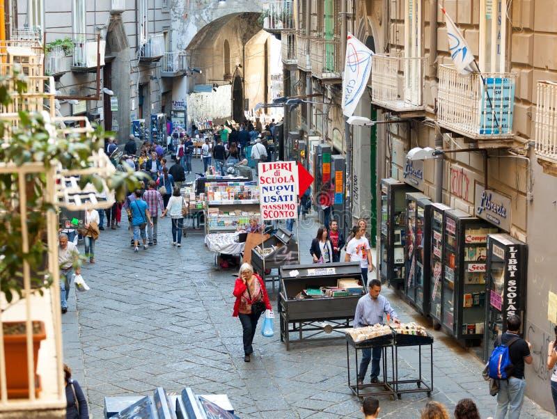 Перенесите улицу ` Alba в Неаполь, Италии стоковые фотографии rf