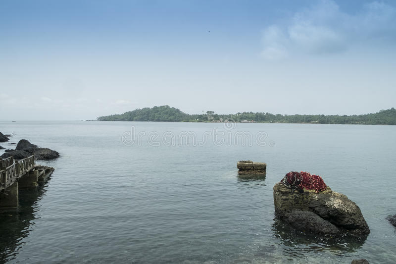 Перенесите для шлюпок на тропическом острове Sao Tome Африки стоковые фотографии rf