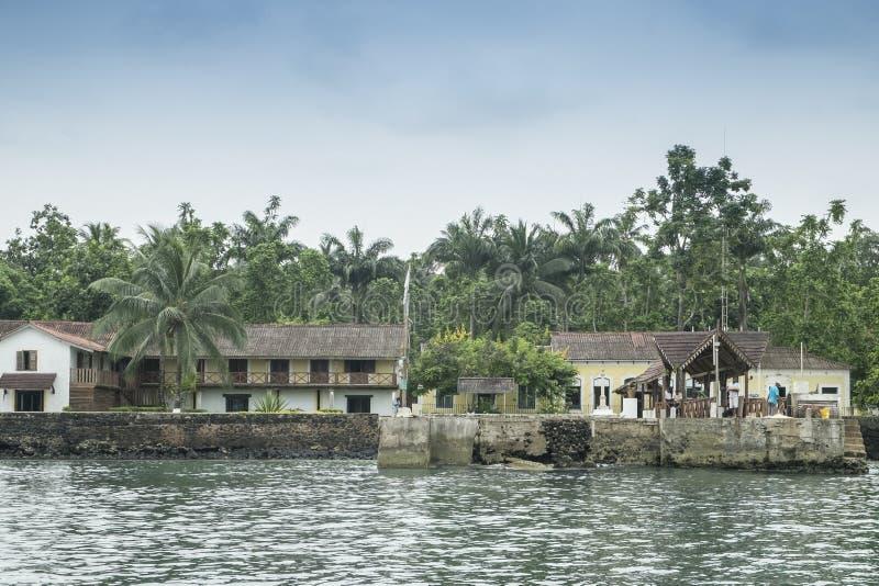 Перенесите для шлюпок на тропическом острове Sao Tome Африки стоковые изображения rf
