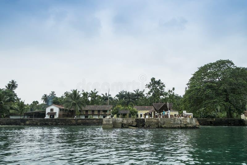 Перенесите для шлюпок на тропическом острове Sao Tome Африки стоковая фотография rf