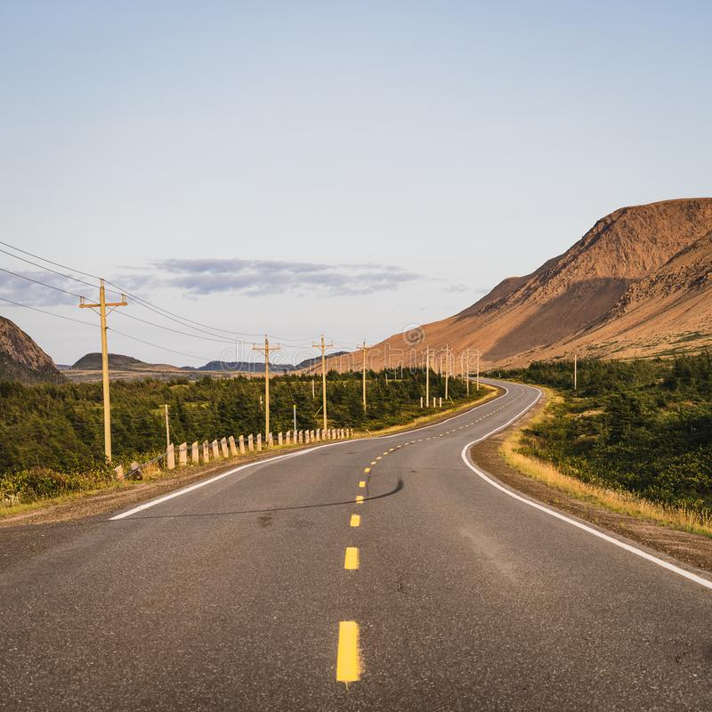 Переплетать дорогу в Tablelands с золотым светом стоковые изображения