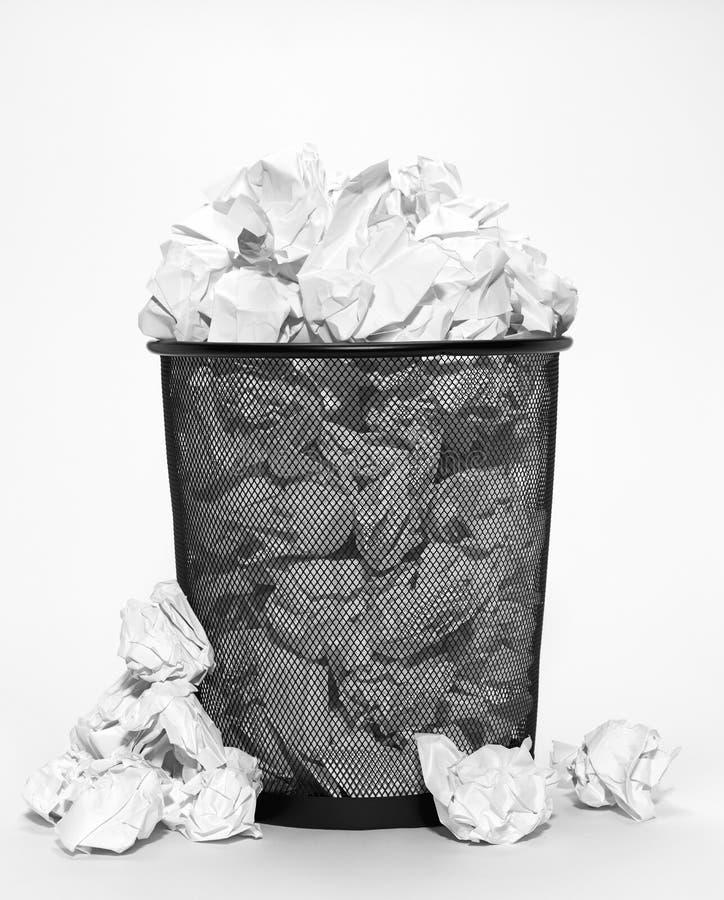 Переполняя ненужный ящик стоковые изображения rf