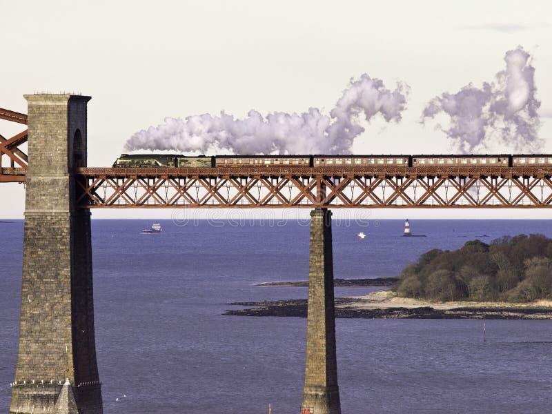 Пересекать вперед мост стоковые фото