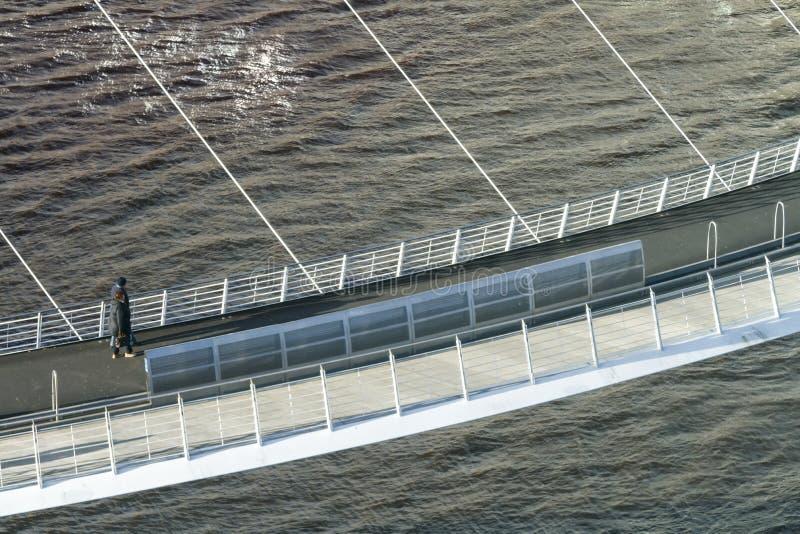 Пересекать мост тысячелетия стоковые изображения rf