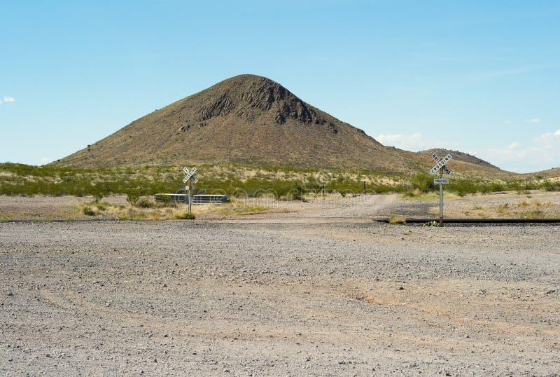 пересекая сиротливая железная дорога стоковое изображение