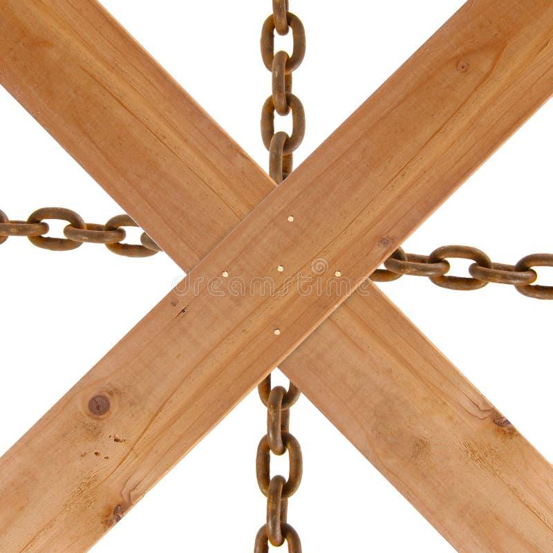 Пересеченные деревянные планки и ржавая цепь стоковые изображения