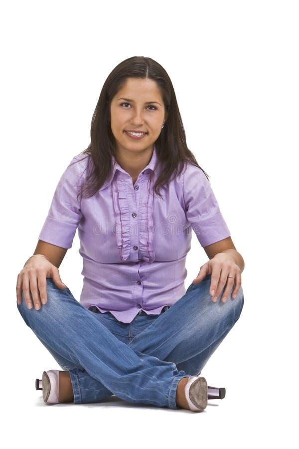 пересеченные ноги сидя женщина стоковая фотография