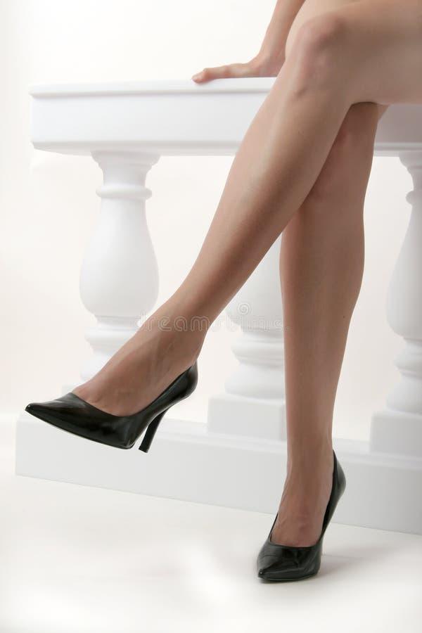 пересеченные ноги стоковое фото