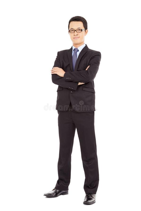 Download Пересеченные оружия уверенно бизнесмена стоящие Стоковое Изображение - изображение насчитывающей бизнесмен, рука: 37925865