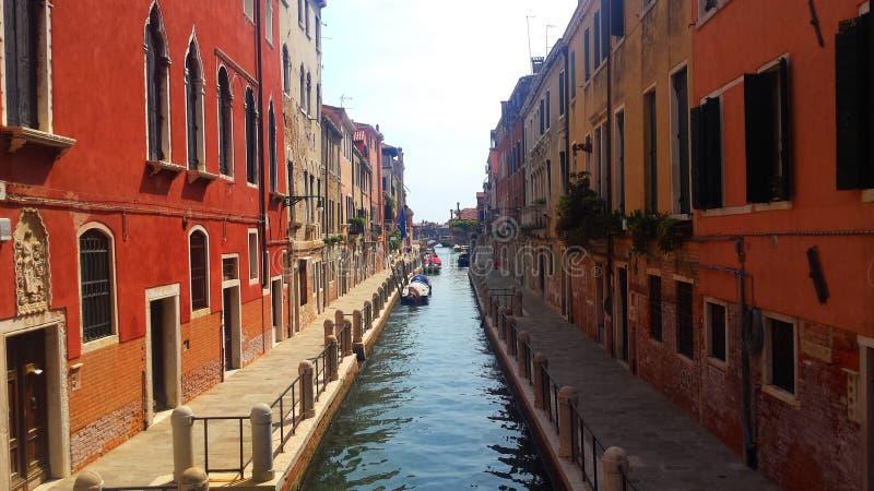 Переулок в Венеции, Италии стоковые изображения