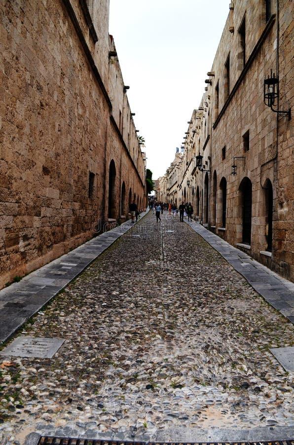 Переулок в старом городке Родоса стоковая фотография