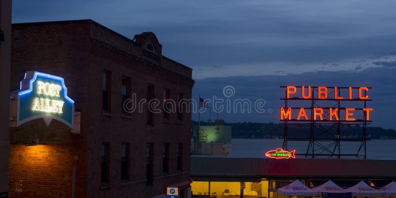 Переулок Сиэтл Вашингтон столба открытого рынка места Pike рыб города стоковая фотография