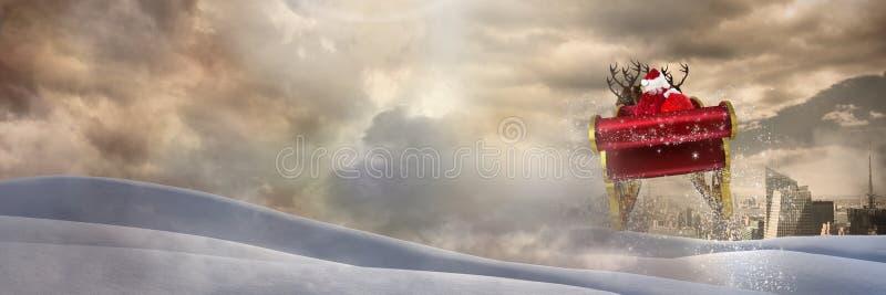 Переход города облачного неба и ландшафта снега саней ` s Санты и ` s северного оленя стоковые изображения rf