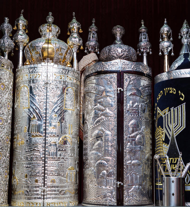 Перечени Torah в синагоге стоковая фотография rf
