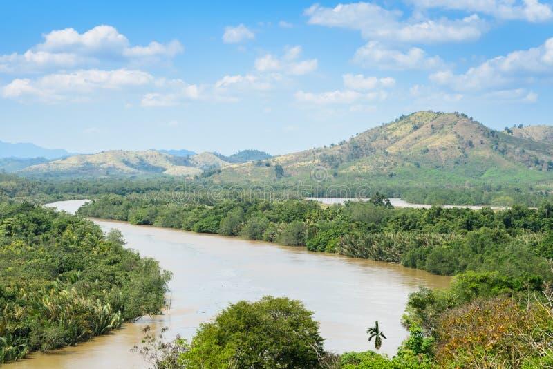 Перешеек Kra, река Kra Buri формируя естественную границу  стоковое изображение