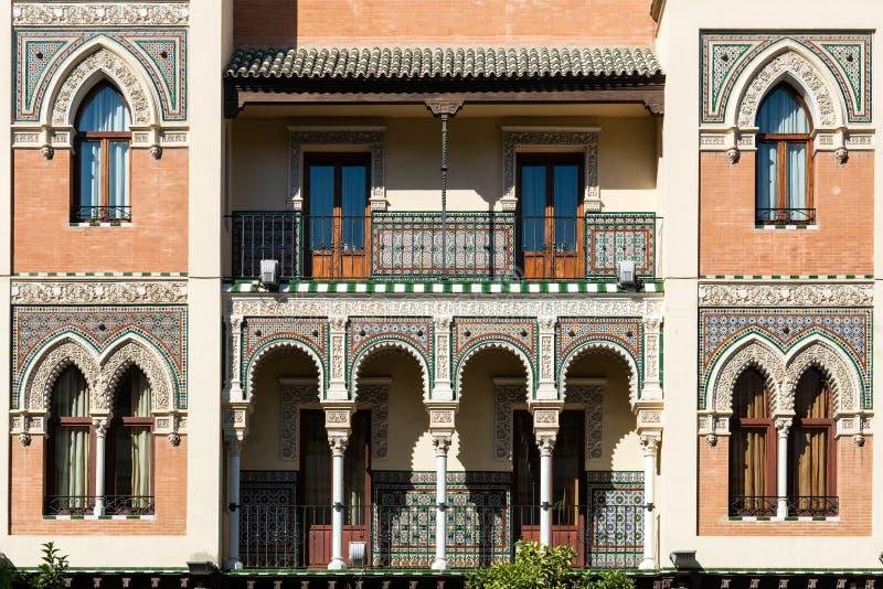 Передний фасад традиционного дома в Севилье стоковые фотографии rf