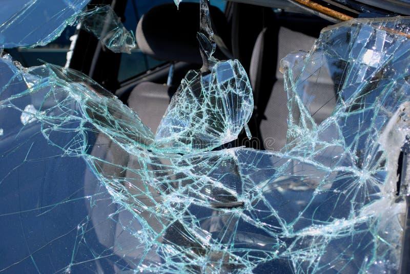Передний экран после массивнейшей автокатастрофы стоковые изображения
