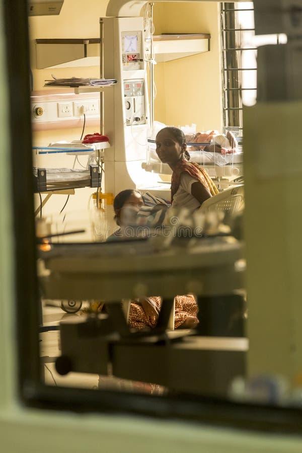 Передовица Documetary Больница Pondicherry Jipmer, Индия - 1-ое июня 2014 Полное документальный фильм о пациенте и их семье Docum стоковое фото rf