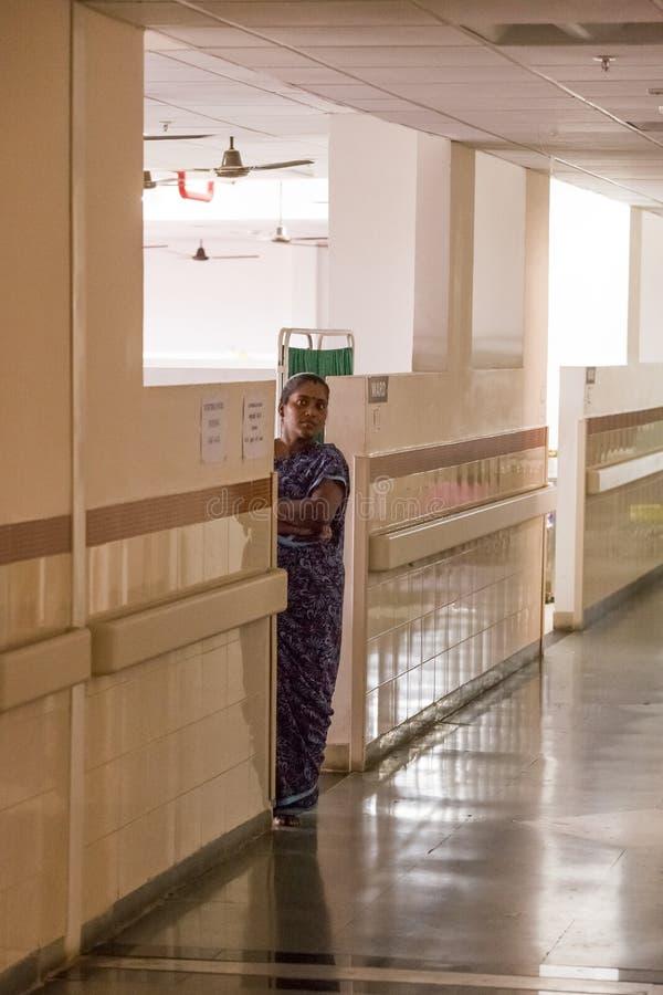 Передовица Documetary Больница Pondicherry Jipmer, Индия - 1-ое июня 2014 Полное документальный фильм о пациенте и их семье Docum стоковое изображение rf