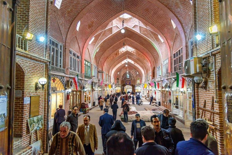 Персидские ковры и раздел половиков в грандиозном базаре в Тебризе Восточная провинция Азербайджана Иран стоковая фотография