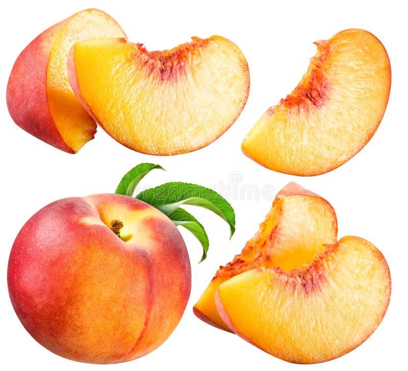 Персик и кусок изолированные на белизне стоковые фото