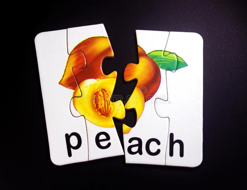 Персик и половинный персик стоковые изображения