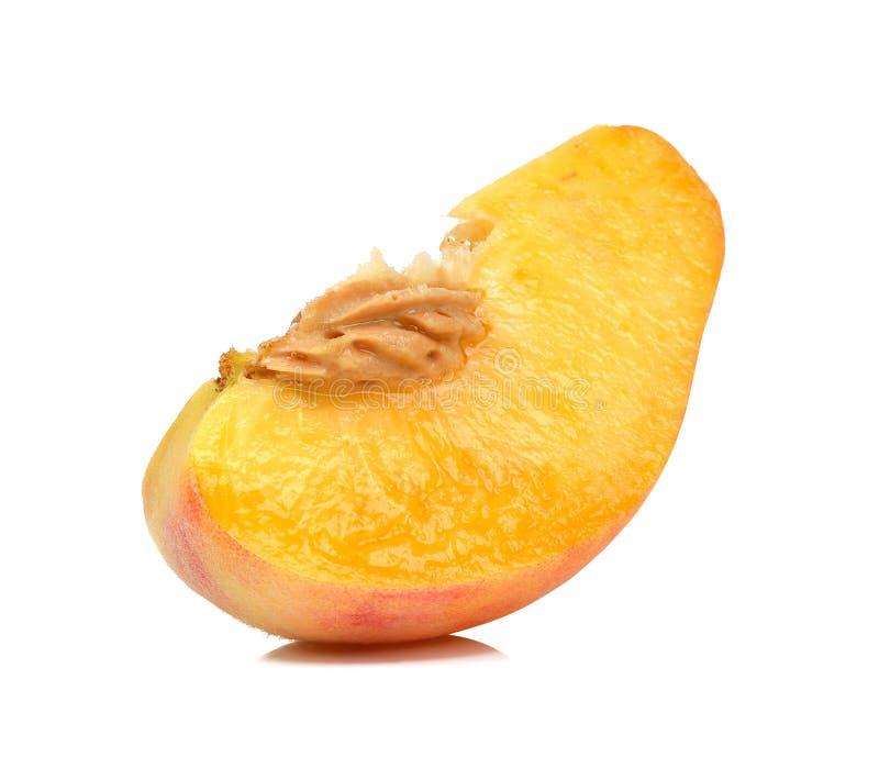 Персик куска изолированный на белой предпосылке стоковая фотография