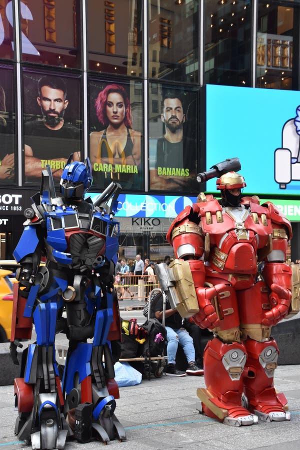 Персонажи-костюмы на Таймс Сквер, Манхэттен, Нью-Йорк стоковые фото