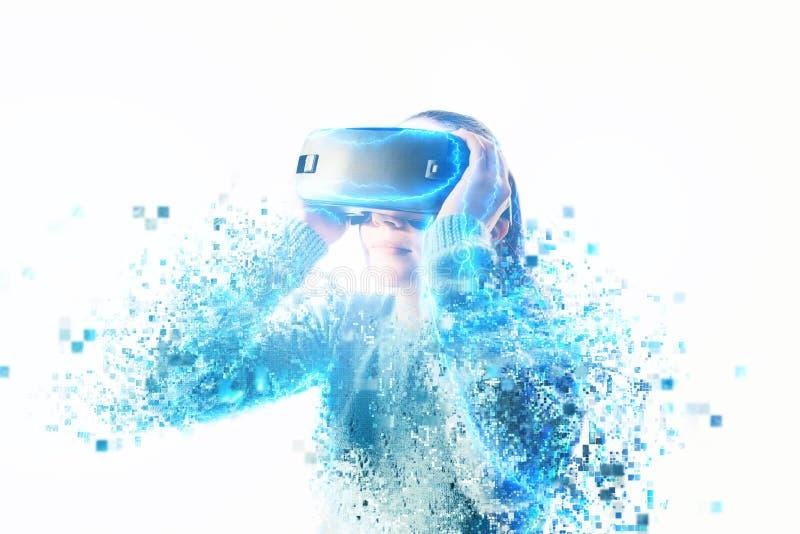 Персона в виртуальных стеклах летает к пикселам Будущая принципиальная схема технологии стоковое фото