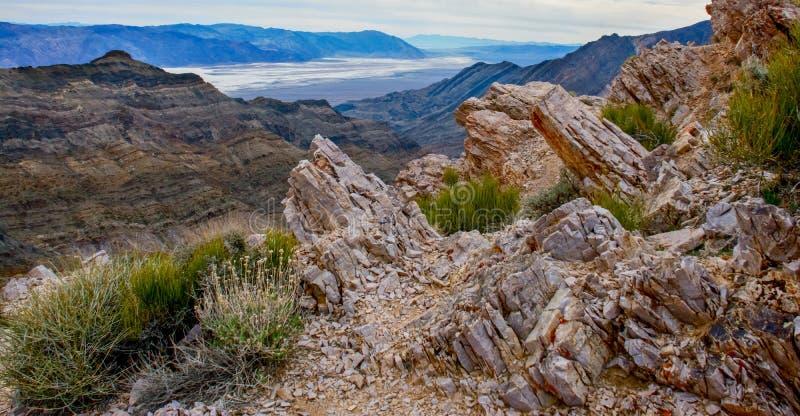 Перспектива горы пустыни над плохой водой стоковая фотография