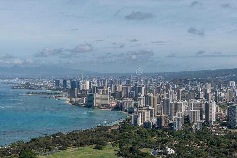 Перспектива красивого панорамного воздушного пляжа Гонолулу и Waikiki, Оаху стоковые фото