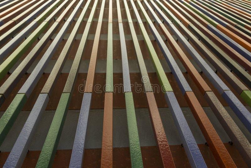 Перспектива составленная вертикальных линий взбираясь вверх стоковое фото