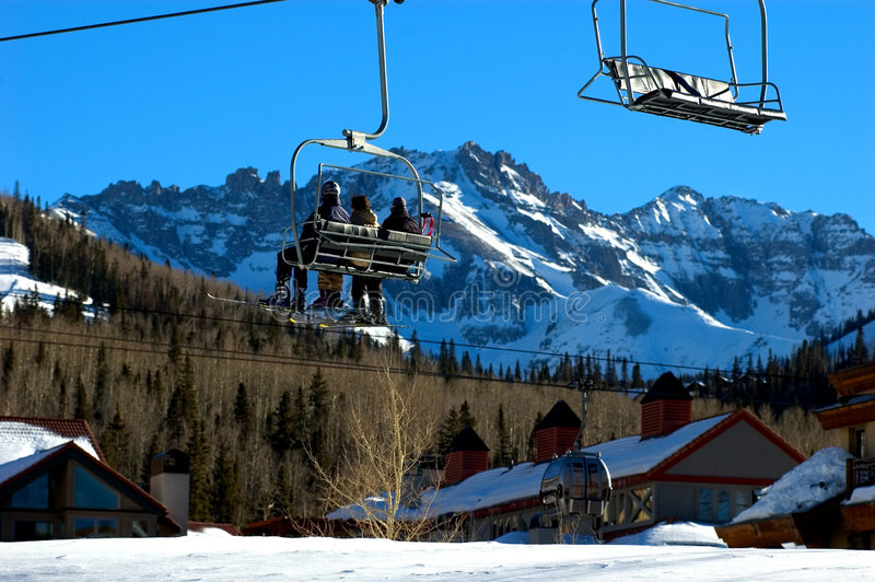 перспектива chairlift стоковая фотография rf