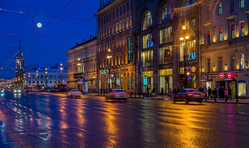 Перспектива Nevsky на ноче стоковое изображение rf