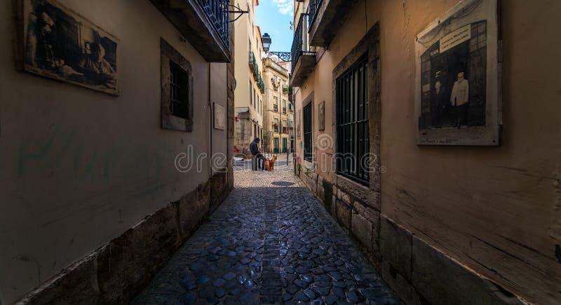 Перспективы, повороты и ворота старого Лиссабона Португалия стоковое фото rf