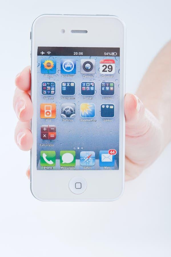 Перста женщин с белым iphone 4 4s стоковое изображение