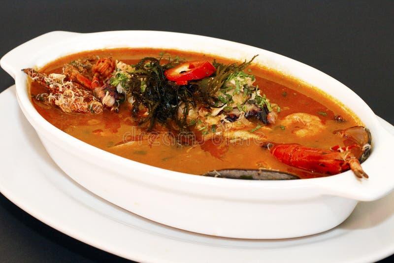 ПЕРУАНСКАЯ ЕДА: суп морепродуктов parihuela стоковая фотография rf
