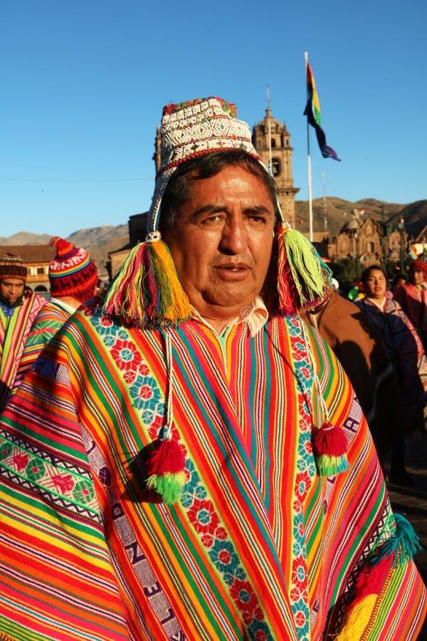Перуанская танцовщица в красочной традиционной одежде на ежегодном фестивале Fiesta del Cusco, 2019 стоковое фото