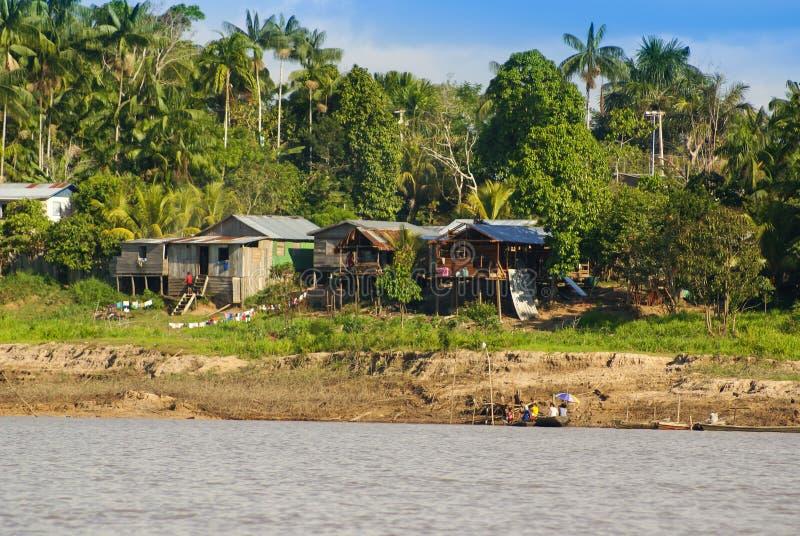 Перу, перуанский ландшафт Amazonas. Настоящий момент типичный ind фото стоковое изображение rf
