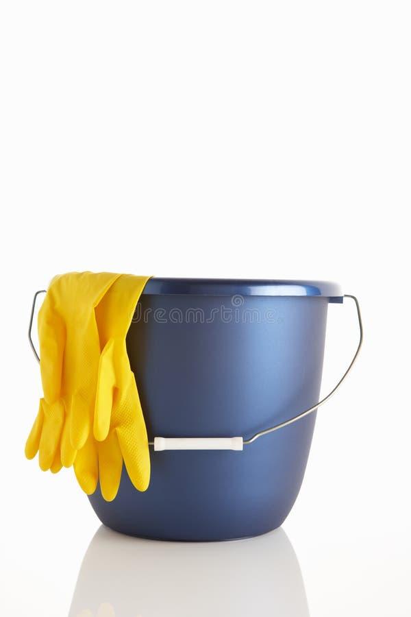 перчатки ведра резиновые стоковое фото rf